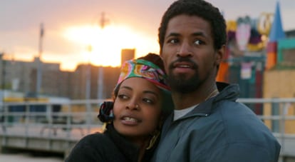 Amari Cheatom and Trae Harris as Lyle and Nina in Newlyweeds